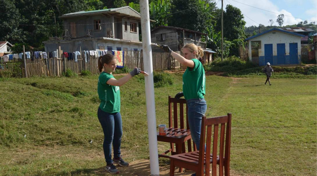 A couple of Projects Abroad volunteers taking French courses in Madagascar engage in extra activities.